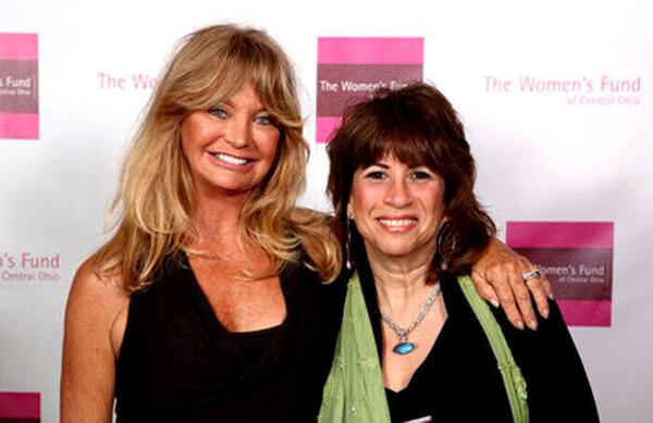 Sally Fingerett and Goldie Hawn